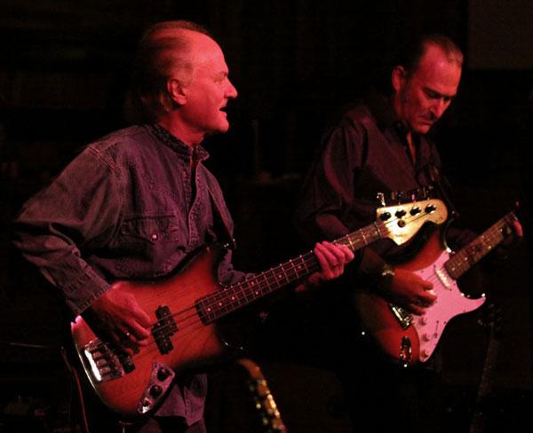 Jim Rodford on Bass, Simon Burrett on Guitar