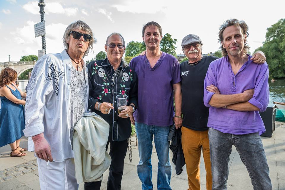 Back with our old bass player Martin Turner, Simon, Justin, Geoff and Mike Rivers of the Crawdaddy